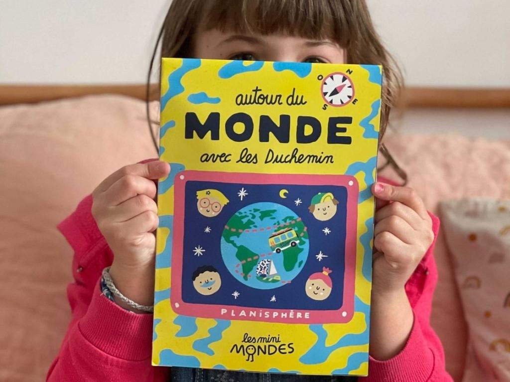 La carte pliable : le cadeau éducatif pour initier les enfants à la géographie